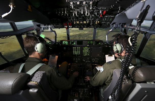 No 285 Squadron pilots fly a mission in the C-130J Full-Flight Mission Simulator during Coalition Virtual Flag 15. Credit: Defence