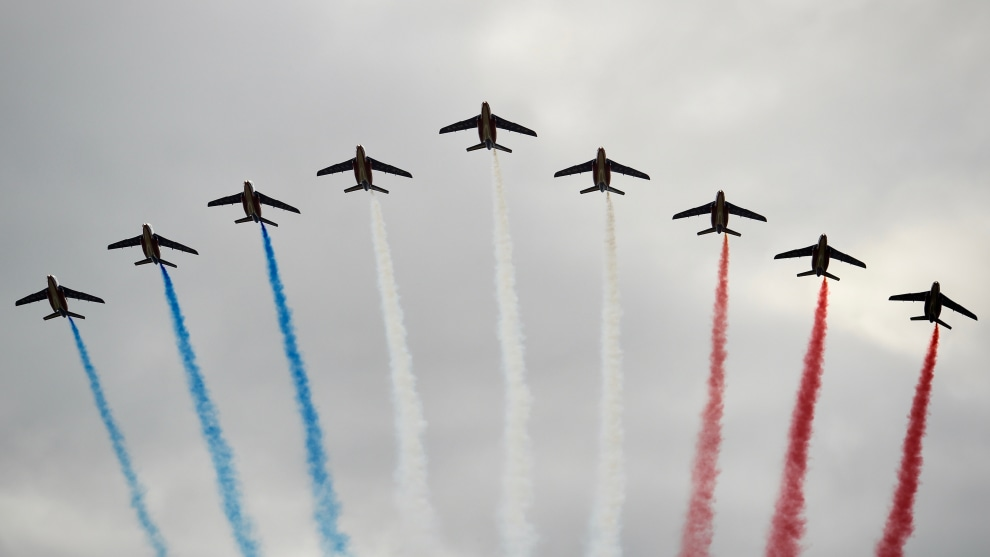 French jets decorate the Parisian sky in red, white and blue during Stage 21 of the 2018 Tour. Image: Sirotti