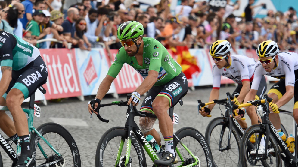 Battered but not beaten, an injured Peter Sagan makes his way toward the finish to claim his 6th Green Jersey. Image: Sirotti.