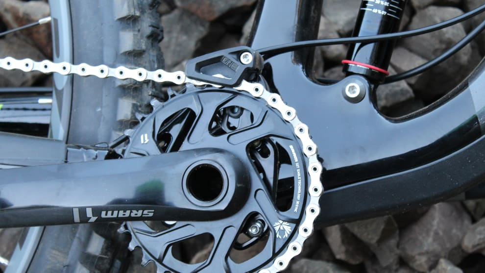 Nice inclusion; the C9.2 comes stock with a OneUp chain guide.