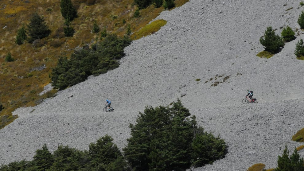 Riding the scree slopes of Craigieburn near the start of Edge Trail.