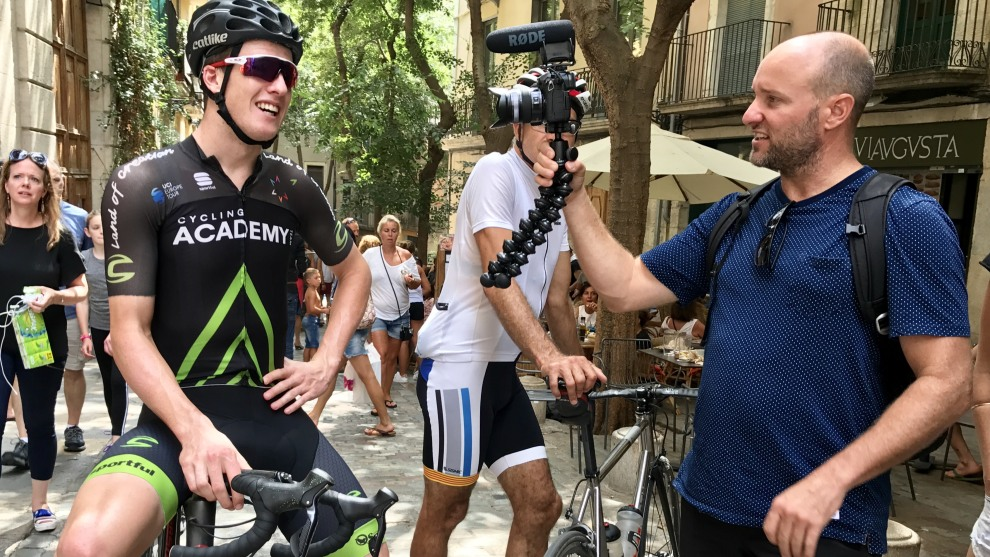 Jason Lowndes speaking with Mark Furguson AKA Cycling Maven in Girona, Catalonia, in August this year. Image: Nat Bromhead.