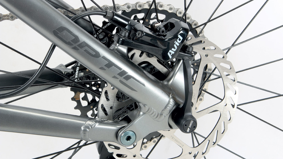 The wind-up DT Swiss thru-axle keeps things simple but allows for tool free wheel removal.