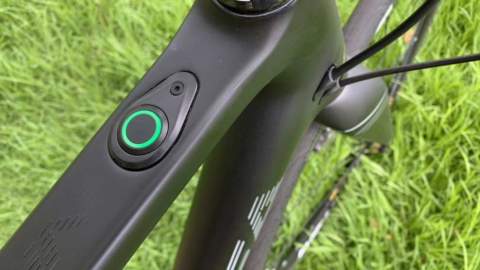 The Gain features a weatherproof three-function switch on the top tube.