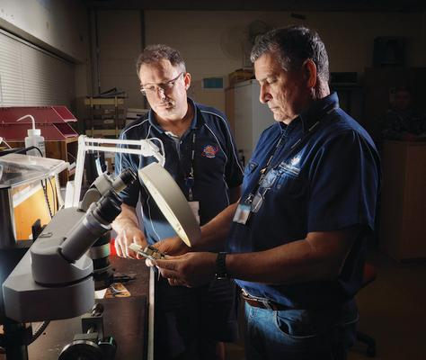 (Equipment repair technicians at RAAF Base Amberley)
