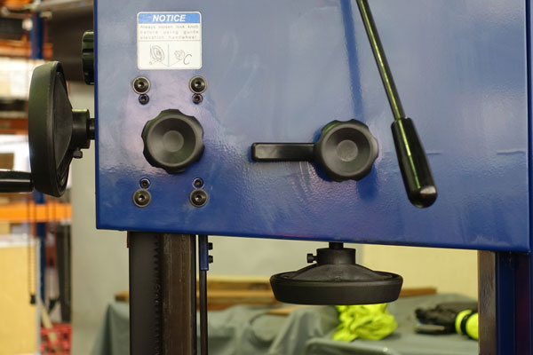 Quick-release blade tension is operated by a lever.