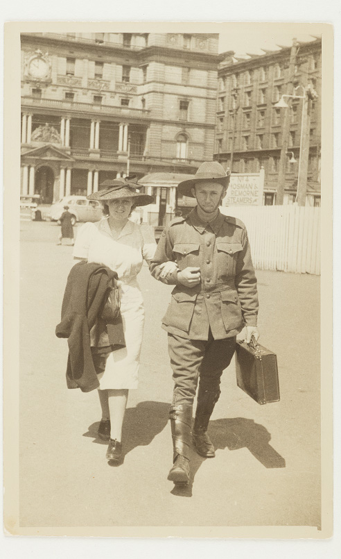 Dorothy Pidding and Thomas Gosling, 1941. Circular Quay. Courtesy Rosemarie Morris.