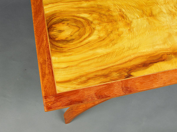 end.DarrenOates-veneered-tabletop.jpg