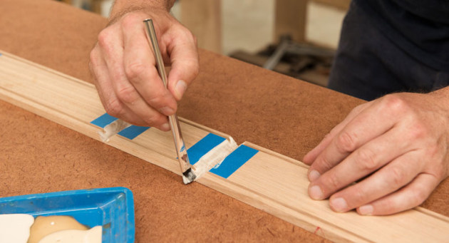 08.applying-glue-to-mitres.jpg