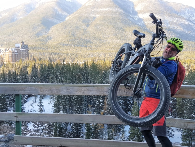 2-the-author-attempting-to-throw-his-e-bike-over-the-edge-in-banff---lea-joannis.jpg