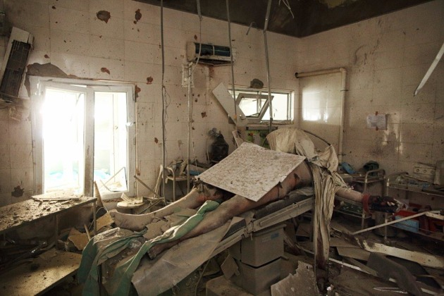 The Man on the Operating Table. A patient, later identified as father of four, Baynazar Mohammad Nazar (43), lies dead on the operating table, MSF Kunduz Trauma Center, following the attack by an American AC-130 gunship. © Andrew Quilty.