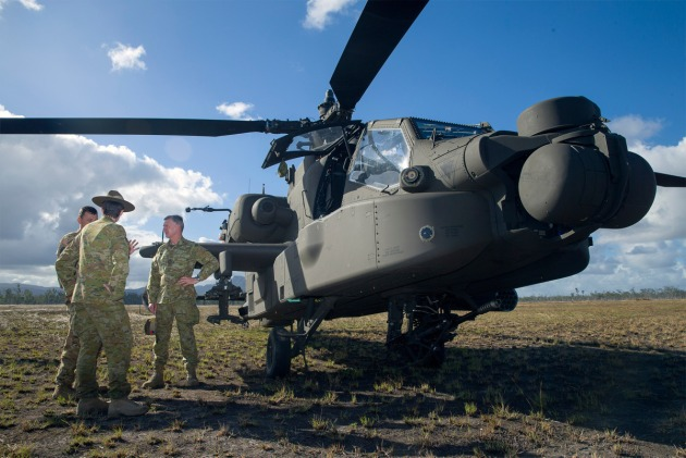 Lieutenant Colonel John Davis, Commander of the United States Army 1-229th Attack Reconnaissance Battalion briefs Chief of Army, Lieutenant General Rick Burr on the capabilities of the AH-64 Apache attack helicopter at the Shoalwater Bay Training Area. Defence