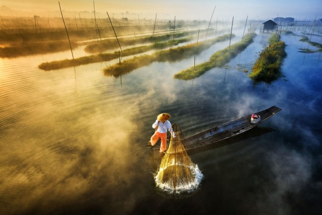First Prize, Landscape, Professional Group | Sun's Up, Nets Out by Zay Yar Lin