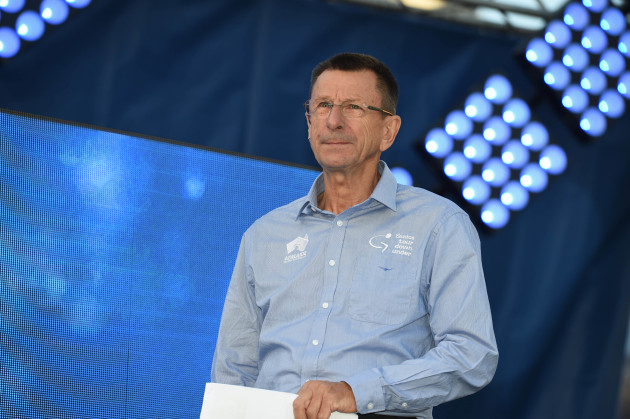 SBS Tour de France commentator Paul Sherwen dies in Uganda