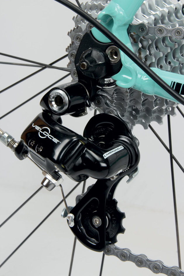 The 10 speed Campagnolo Veloce drivetrain will warm the hearts of traditionalists.