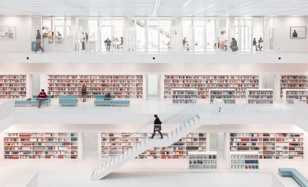 © Hans-Martin Doelz. First place - Architecture & Urban Spaces. Stuttgart City Library, inaugurated in 2011, designed by Yi Architects. The design of the reading rooms takes its inspiration from Étienne-Louis Boullée's grand design vision of the French National Library at the end of the 18th century. Staircases arranged in pairs create flowing walkways between the floors. All the interior furnishings are colored in an unobtrusive, subtle grey. Only the book spines set bold color accents.