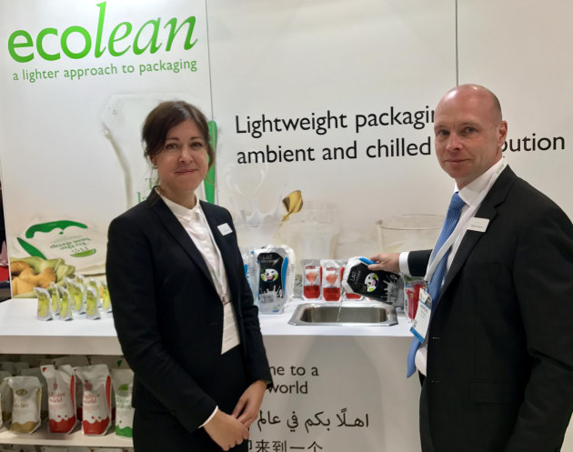 Ecolean's marketing manager, Hanna Jeppsson and North America MD Andreas Jeppsson demonstrated the ease of use of the pouch with its air-filled handle and easy-pour spout.