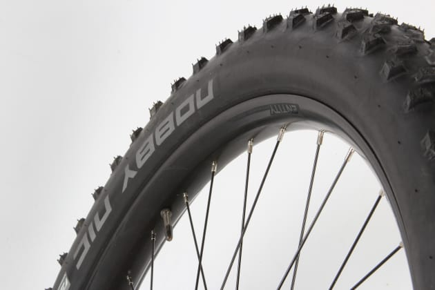 The house-brand Entity rims made for an easy tubeless conversion and their 40mm inner width offers good tyre support at low pressures.