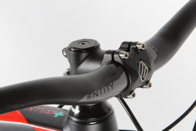 The 60mm stem delivers sharp steering control and keeps you back on the bike when descending but the cockpit is a little cramped for climbing.