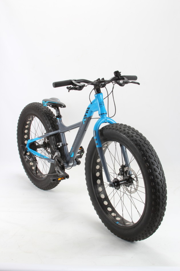 The XXfat 24 is aimed at riders over 135cm and features 24x4.0 tyres.