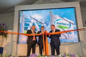 From left: Fonterra CEO Theo Spierings, His Majesty King Willem-Alexander of the Netherlands, and Jan Anker of Royal A-ware Food Group.