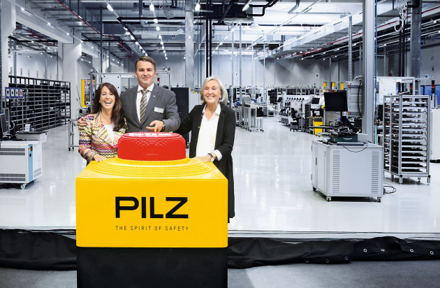 PilzFamily-Susanne-Thomas-Renate-Pilz-1MB-_event_unveil_5211_cold1_2015_10.jpg