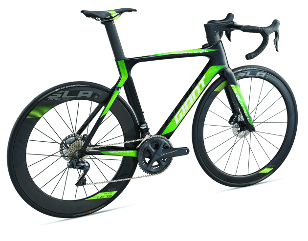 The 2018 Propel Advanced Pro Disc series frameset is handcrafted with Advanced-grade composite, including a full-composite asymmetric fork, developed with AeroSystem Shaping Technology. It features an integrated Giant SLR 1 Aero WheelSystem along with the Giant Contact SLR Aero handlebar and Contact SL Aero stem that has internal cable routing.