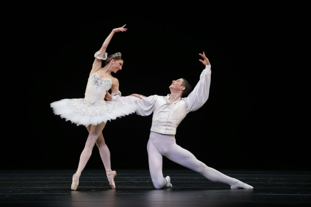 'A flawless performance': Lana Jones and Brodie James in 'Grand Pas Classique'. Photo: Jeff Busby.