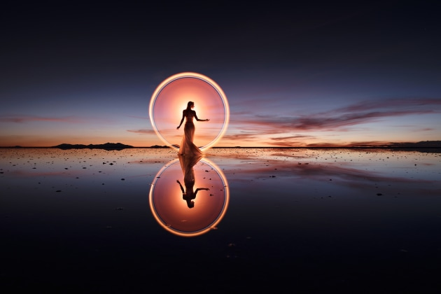 Making light circles in Uyuni, Bolivia, with Kim Henry. © Eric Pare.