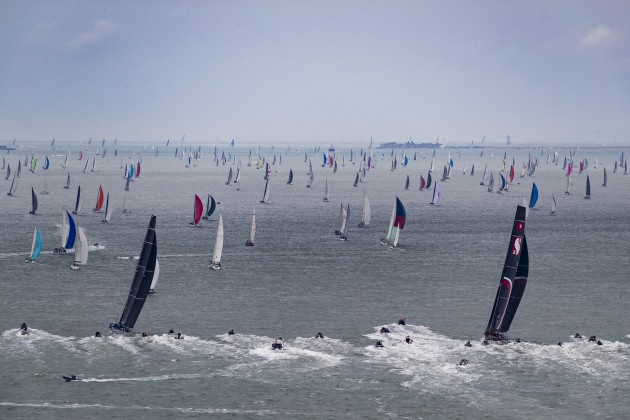 A-record-388-boat-fleet-heads-down-the-Solent--Rambler-and-Scallywag-chasing---Carlo Borlenghi/Rolex-pic