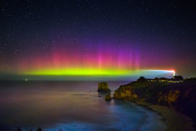 The aurora australis at Aireys Inlet, Victoria on 28 March 2017. Credit: Lachlan Manley Photography.