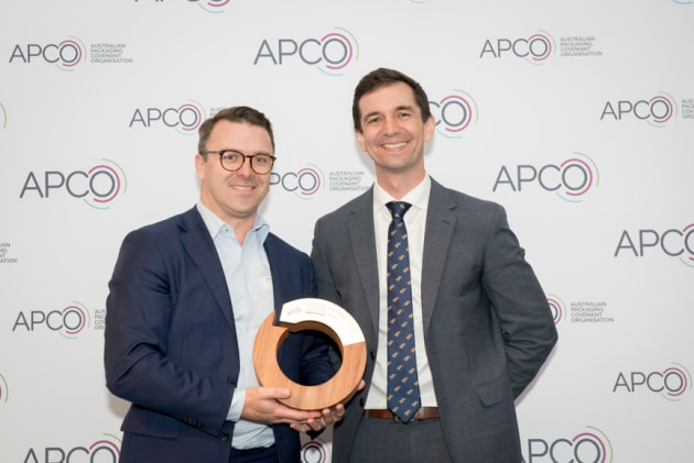 Lachlan Feggans, Director Sustainability, CHEP Asia Pacific, accepts the top award of the night from Minister Trevor Evans.