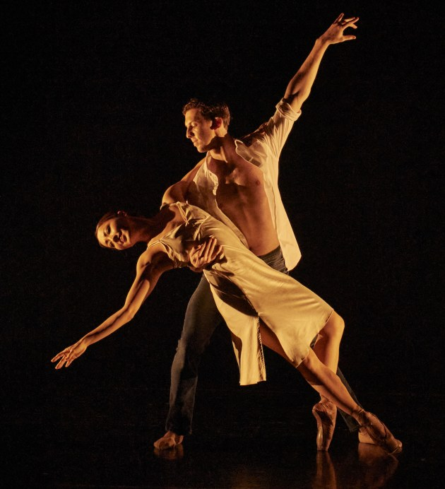 Chihiro Nomura and Jesse Homes in Carina Robert's Tetrad Animato. Photo by Frances Andrijich