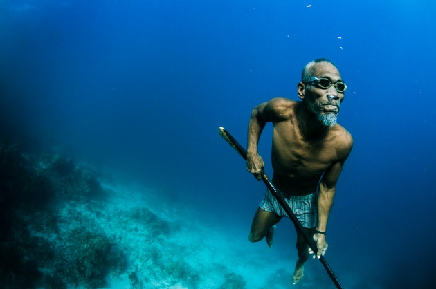 Humans underwater make great subjects to photograph. But try avoid the cliched scuba diver with torch looking at something image. Find a story to tell. This amazing human, Mr. Tadi is in his seventies, and spear fishes every day with hand made goggles, and spear — he also does not wear fins. Nikon D300, 10-17mm f3.5-4.5 lens @ 10mm, 1/250s @ f/8, ISO 200. Ambient light at around 10 meters.