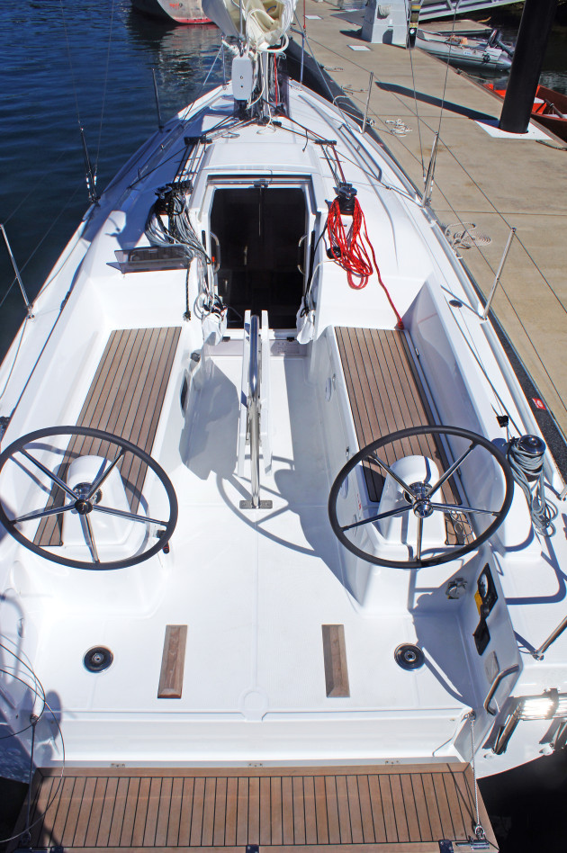 Seagull's view of the large cockpit.