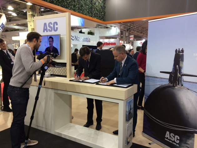 The Endel signing with Martin Edwards, general manager Subarime Capability Development for ASC. Credit: ASC