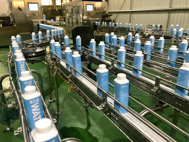 The Tetra Top packaging line has a capacity of 9000 bottles per hour.
