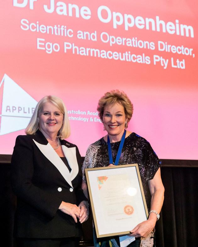 Award winner: Dr Jane Oppenheim (right) receiving the Clunies Ross Entrepreneur of the Year Award from the Hon Karen Andrews MP, Minister for Industry, Science and Technology, at the annual Australian Academy of Technology and Engineering Innovation Dinner.