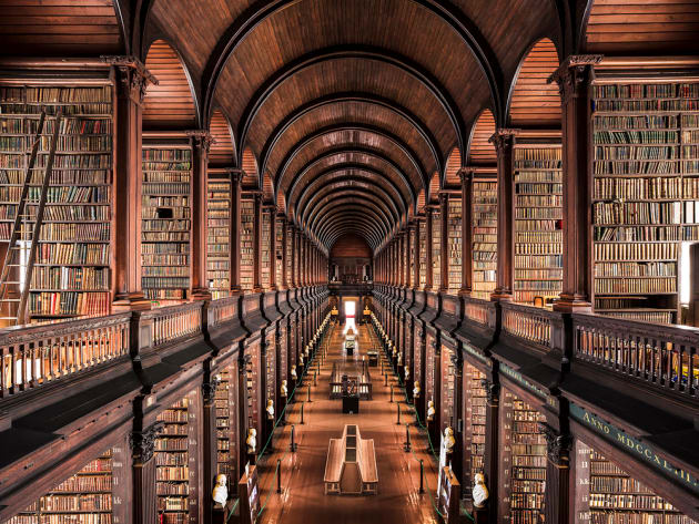 Trinity College Library, Dublin, 1732. Photo: Thibaud Poirier