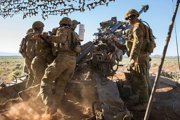 Australian Army soldiers from 8th/12th Regiment reload the 155 mm M777A2 towed lightweight howitzer during Exercise Thunder Run at Cultana training area. Credit: Defence