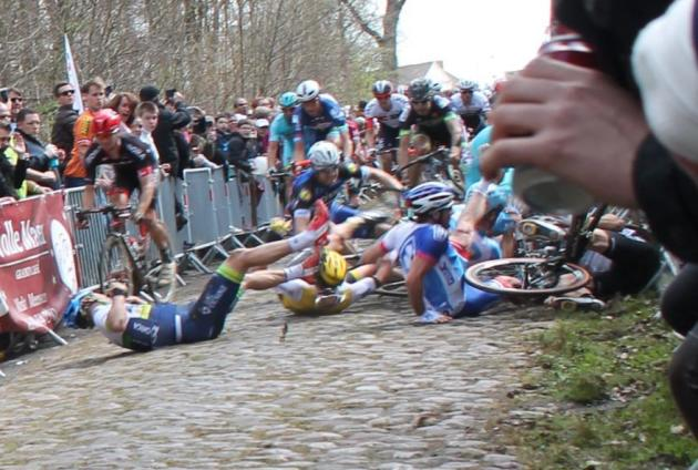 Nikolas Maes, the Ettix-Quick Step rider pictured falling during the pile up where Mitch Docker (ORICA) suffered severe facial injuries. Ventoso argues that Maes suffered the deep gash on his knee after coming into contact with a disc brake during this crash. But there are no disc brake equipped bikes in the vicinity according to this image that Mat Brett of Road.cc captured.