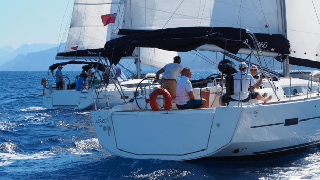 Mariner Boating Holidays - racing.