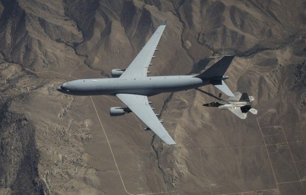 A RAAF KC-30A refuels a USAF F-22 Raptor during trials at Edwards Air Force Base in California.