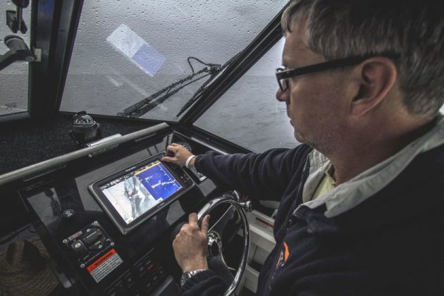 Fisho editor Jim Harnwell adjusts his Raymarine e12 MFD powered by a CP570 sounder module.