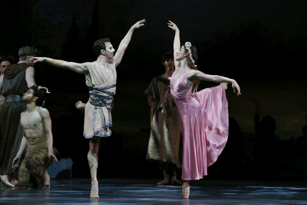 Benedicte Bemet and Marcus Morelli as Psyche and Eros.