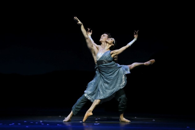 Robyn Hendricks and Adam Bull as Artemis and Orion.