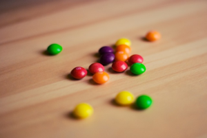 Mondelez says it will remove artificial colours and flavours by 2020 as consumers increasingly want simple ingredients.