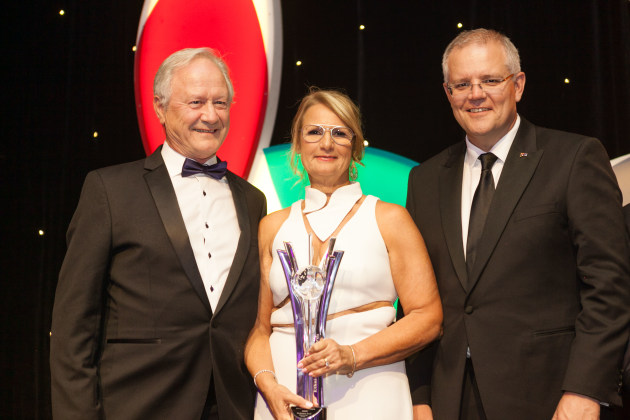 Alf and Nadia Taylor receive the Ethnic Business Award from Scott Morrison