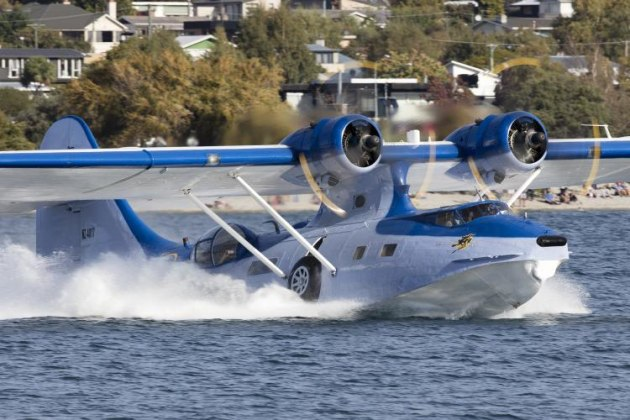 The seaworthy PBY Catalina departs off Lake Wanaka. (Phil Hosking)