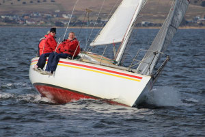 Chilly winter racing starts on Hobart's River Derwent